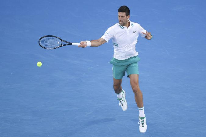 Djokovič stopol senzačného Karaceva na Australian Open aj napriek zdravotným problémom (video)