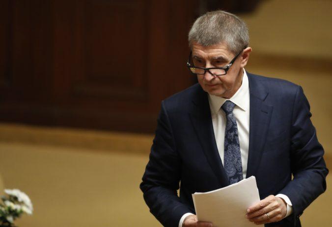 Prymula hovoril o tvrdom lockdowne a potom išiel na futbal, premiér Babiš s ním ukončil spoluprácu