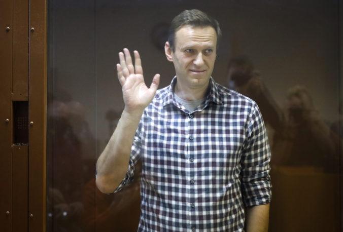 Súd v Moskve zamietol odvolanie Alexeja Navaľného proti rozsudku potvrdzujúcemu trojročný trest