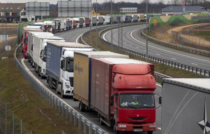 Nemecko predĺžilo kontroly na hraniciach s Českom a Tirolskom, domov poslali už tisíce ľudí