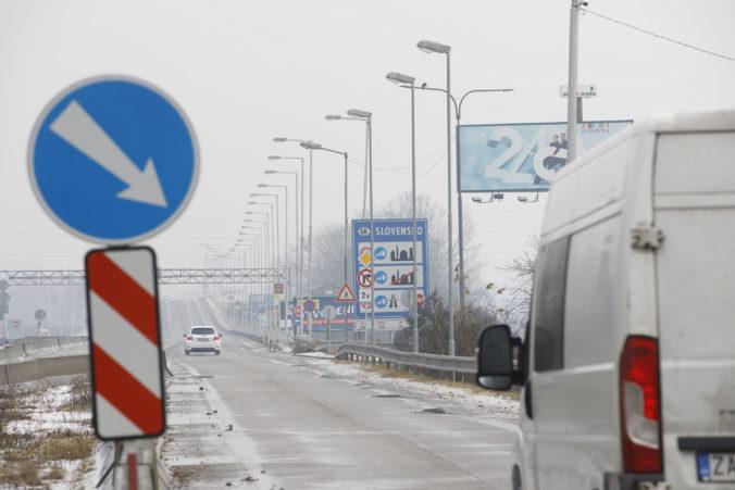 Polícia upozorňuje na uzavreté hraničné priechody, niektoré fungujú len cez deň