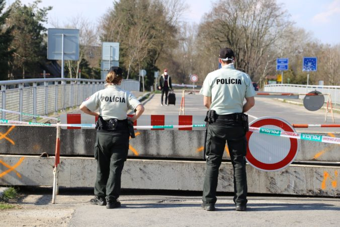Úplné zatvorenie hraníc nie je podľa Naďa riešením, hrozilo by prepúšťanie a zatváranie podnikov