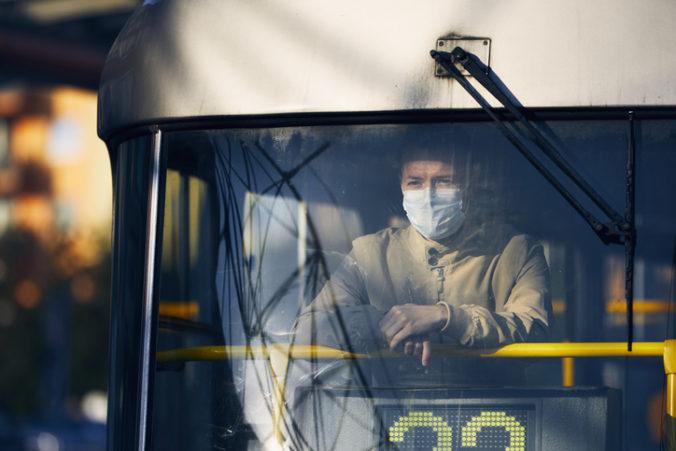 Česko rozhoduje o prísnejších obmedzeniach, súčasné opatrenia proti koronavírusu nestačia