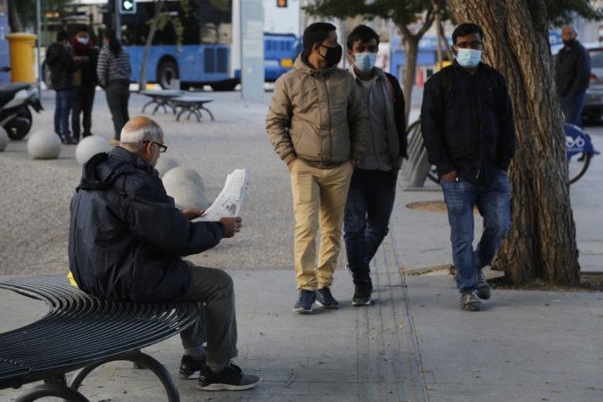 Cyprus zmierňuje opatrenia, zákazy zhromažďovania sa a vychádzania zostávajú v platnosti
