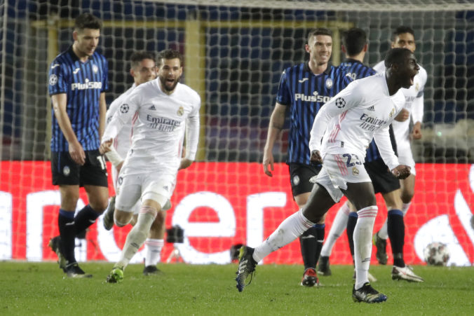 Real porazil oslabenú Atalantu až v závere, Manchester City nezaváhal proti Mönchengladbachu (video)