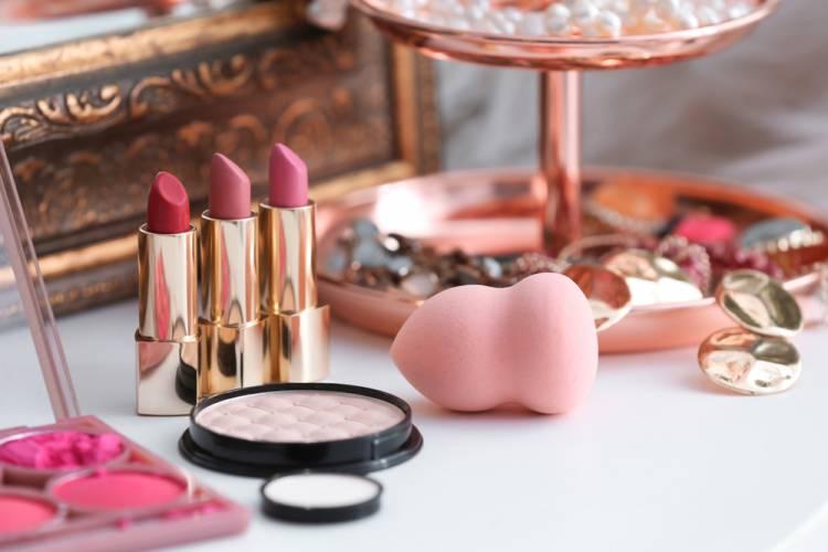 5 produktov dekoratívnej kozmetiky, ktoré vám stačia k dokonalému vzhľadu