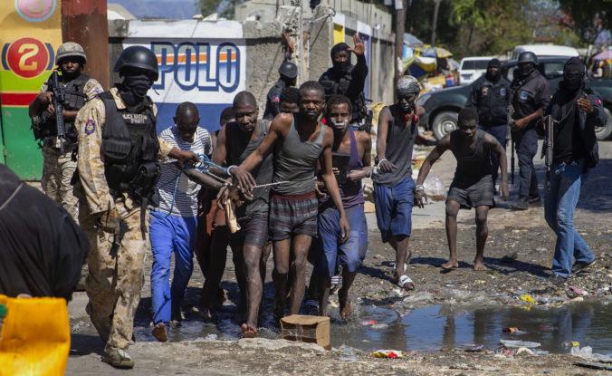 Z väzenia na Haiti utieklo vyše štyristo väzňov, obeťou vzbury sa stal aj riaditeľ zariadenia