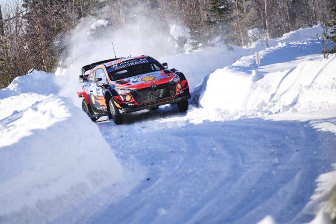 Ott Tänak vybojoval vo Fínsku svoj štrnásty triumf v kariére, lídrom seriálu WRC je Rovanperä