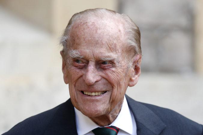 Manžela britskej kráľovnej museli previesť do inej nemocnice, absolvuje aj podrobnú prehliadku