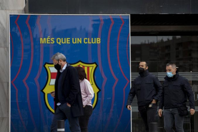 Polícia prehľadala sídlo veľkoklubu FC Barcelona, bývalý prezident skončil za mrežami