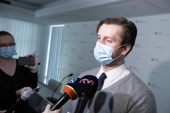 Slovensko neobjednalo samotesty, ale ďalšie antigénové testy, tvrdí exšéf Inštitútu zdravotnej politiky