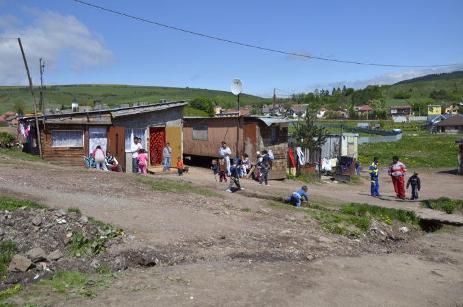 Z rómskej osady Vilčurňa hlásia až sedem percent infikovaných, pohyb obyvateľov reguluje polícia