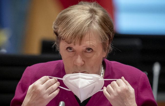 Merkelovej poslanec sa vzdá kresla v parlamente, jeho firma profitovala z obstarávania rúšok
