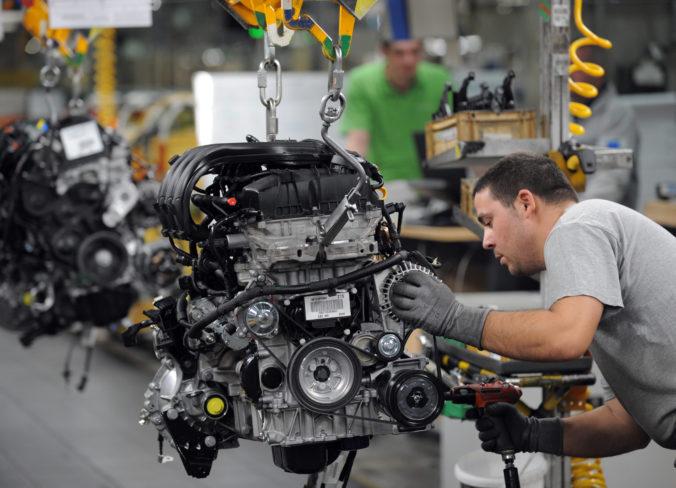 Trnavská automobilka Stellantis zastavuje výrobu, pre COVID-19 jej chýbajú dielce