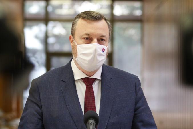Minister práce Milan Krajniak nečakane podal demisiu, cirkus v koalícii podľa Kollára pokračuje