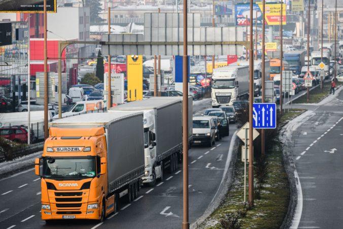 Čas na podanie daňového priznania k dani z motorových vozidiel a zaplatenie cestnej dane sa kráti