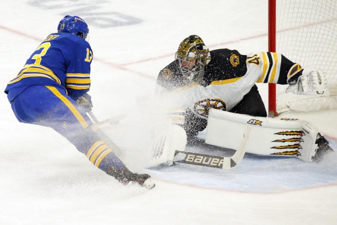 Halák vychytal triumf Bostonu na ľade Buffala, Sekera ani Černák nebodovali (video)