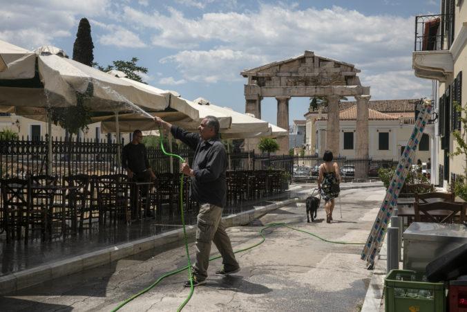 Grécko zmierni opatrenia, napriek nárastu infikovaných plánuje otvoriť historické pamiatky