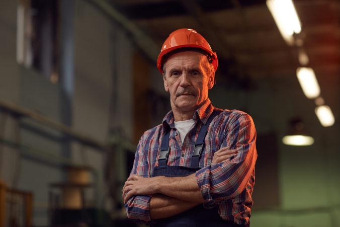 Starších ľudí hľadajúcich prácu vlani na Slovensku pribudlo. O aké pozície majú najväčší záujem?