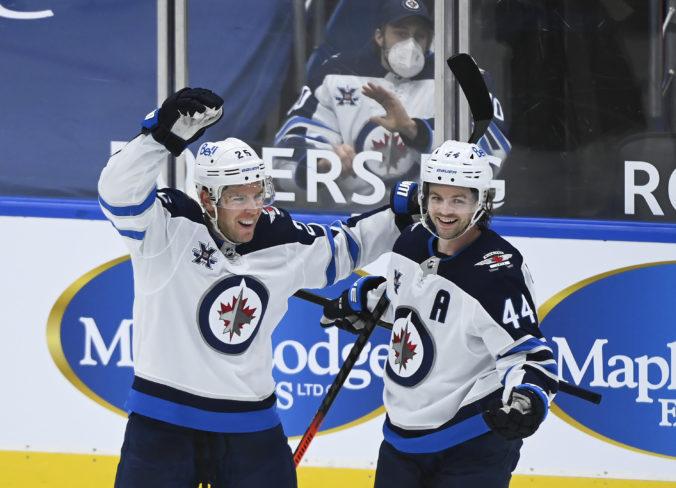 Paul Stastny vyrovnal zápis legendárneho otca Petra a gólom spečatil triumf Winnipegu (video)