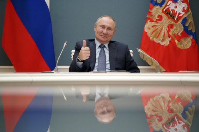 Putin sa proti COVID-19 nedá zaočkovať verejne, v Rusku pribudlo ľudí skeptických voči Sputniku