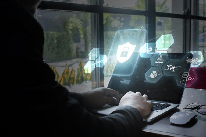 Slovenským štátnym inštitúciám hrozia hackerské útoky, veľkým rizikom sú železnice