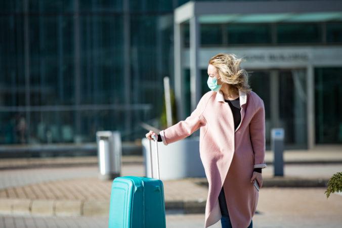 Za dovolenku v zahraničí hrozí Britom mastná pokuta, poslanci pripravujú nový zákon