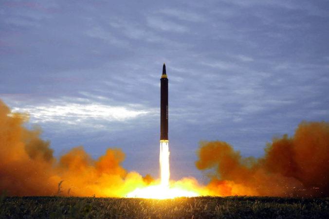 Severná Kórea vystrelila dve balistické rakety, Japonsko spolu s južným susedom test odsúdili