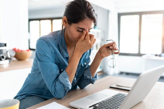 Prácu z domu komplikujú zamestnancom počítačové siete, pandémia však urýchlila digitálne inovácie