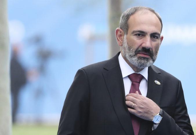 Arménsky premiér Pašinjan v apríli odstúpi z funkcie, chce tak uľahčiť cestu k predčasným voľbám