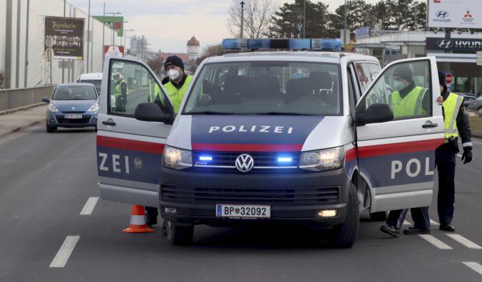 Neďaleko Viedne našli v aute mŕtvu ženu a iba štvorročné dievčatko, obe niekto zastrelil