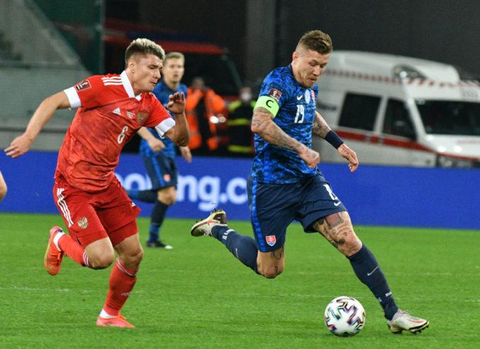 Slovenskí futbalisti ukázali proti Rusom charakter, ale predtým sa nechali vyzliecť donaha