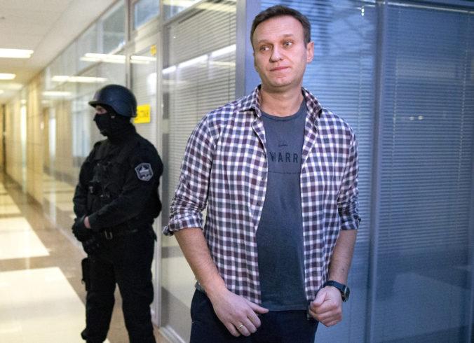 Väznený Putinov kritik Alexej Navaľnyj začal hladovku, kontrolujú ho vraj každú nočnú hodinu