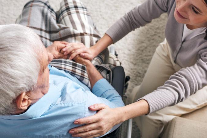Slováci dostanú za starostlivosť o blízkeho viac peňazí, Sociálna poisťovňa zavádza dlhodobé ošetrovné