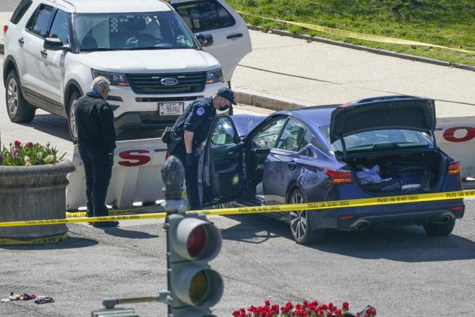 Do barikády pred budovou amerického Kapitolu vrazilo auto, zrazilo dvoch policajtov (video)