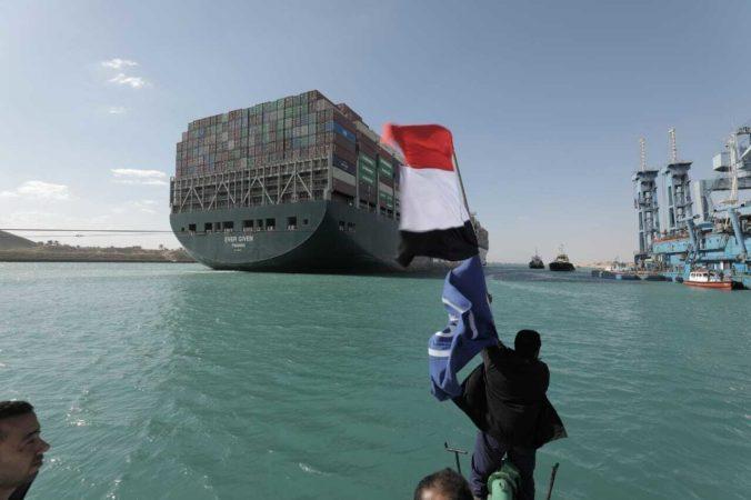 Egypt očakáva pre upchatý Suezský prieplav miliardové odškodné. Zatiaľ nie je jasné, kto to zaplatí
