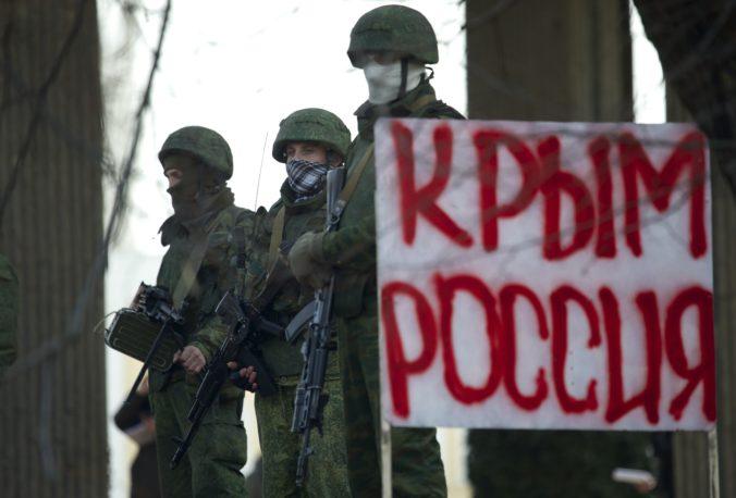 Rusko rozmiestňuje vojská okolo hraníc s Ukrajinou, podľa hovorcu Kremľa by to nemalo nikoho znepokojovať