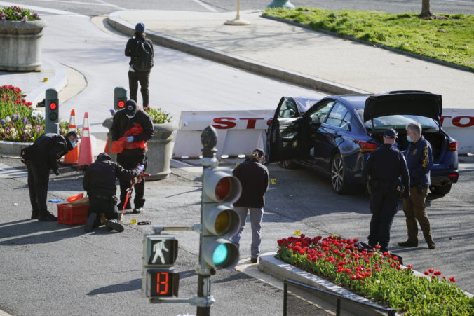 Útok pred americkým Kapitolom nebol teroristický čin, šéf washingtonskej polície sľúbil vyšetrenie prípadu
