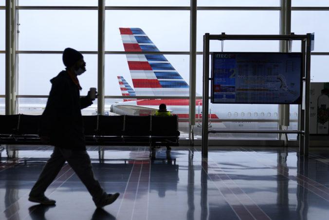 Zaočkovaní ľudia môžu cestovať v USA bez povinnosti karantény a testovania, musia však nosiť rúška