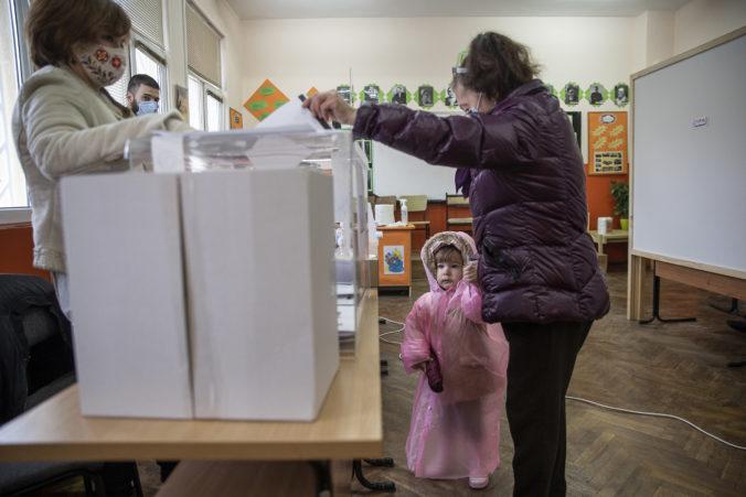 Bulhari si po protestoch volia nový parlament, hlasovanie sa považuje za referendum o premiérovi