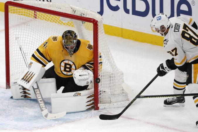 Halák inkasoval päť gólov, ale Boston aj tak vyhral. Proti Pittsburghu ho potiahli najlepší hráči (video)