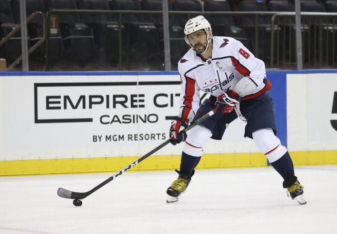 Ovečkin sa v historických štatistikách dotiahol na Bretta Hulla, strelil 265. presilovkový gól v NHL