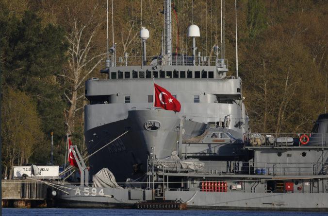 Zadržali desiatich bývalých admirálov pre ich výzvy na dodržiavanie zmluvy o plavbe cez Bospor