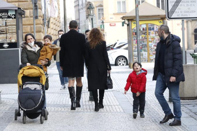 Česká vláda odklepla návrat detí do škôl a zmiernila aj ďalšie opatrenia, situácia však nie je ideálna