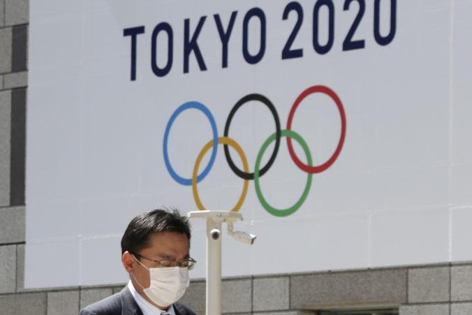 Japonci sprísňujú pred olympiádou opatrenia v Tokiu, šíri sa tam nákazlivejšia verzia COVID-19