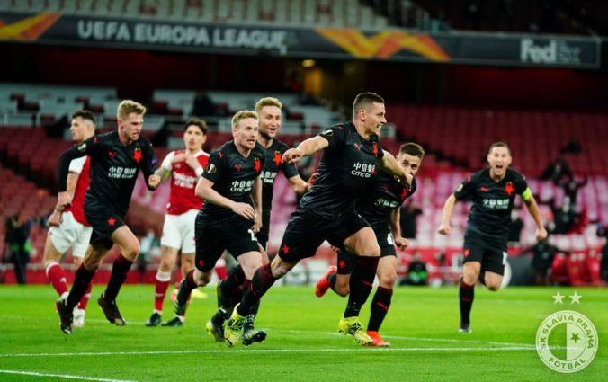 Slavia Praha prekvapila Arsenal a odniesla si cennú remízu, brankár Kolář s prilbou bol hrdinom duelu (video)