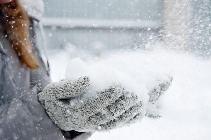 V posledných dňoch nesnežilo, ale z neba padali plasty, polícia upozorňuje na hoax