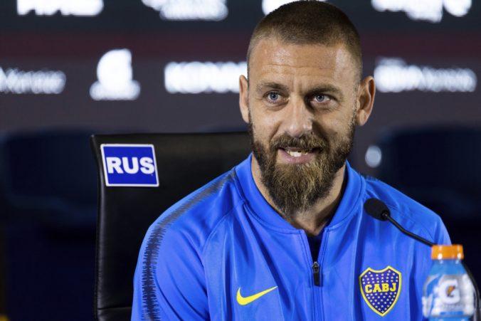 """Asistent kouča talianskej """"squadry"""" skončil so zápalom pľúc v nemocnici, De Rossi má koronavírus"""