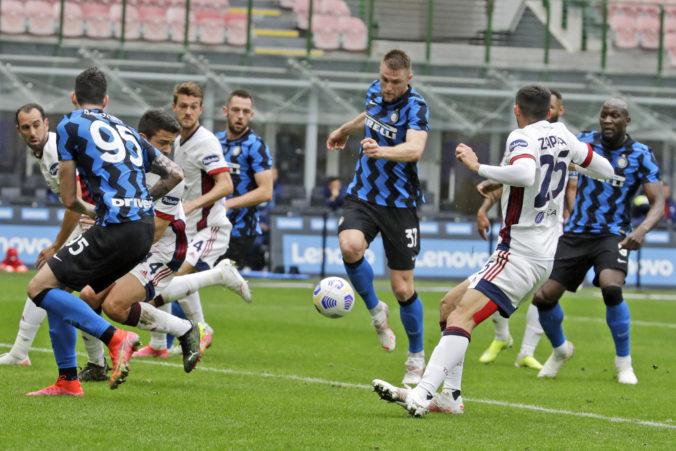 Inter natiahol víťaznú sériu v Serie A na jedenásť zápasov, Škriniar odohral proti Cagliari celý duel
