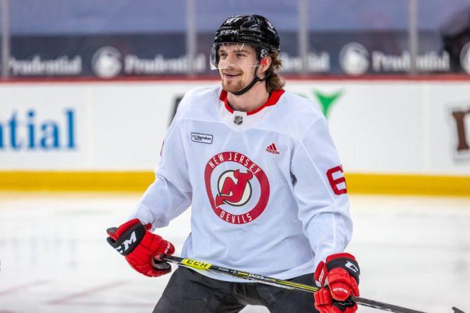Marián Studenič debutoval v NHL prehrou, proti Penguins zažil nervozitu aj stres (video)